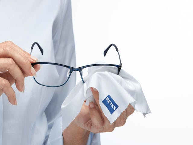 zeiss-lens-cleaning